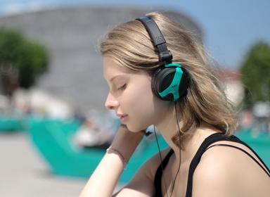 高颜值AKGK81耳机设计